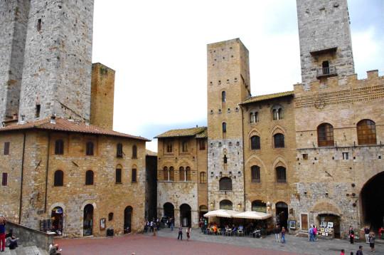 An easy and entertaining tour through san gimignano