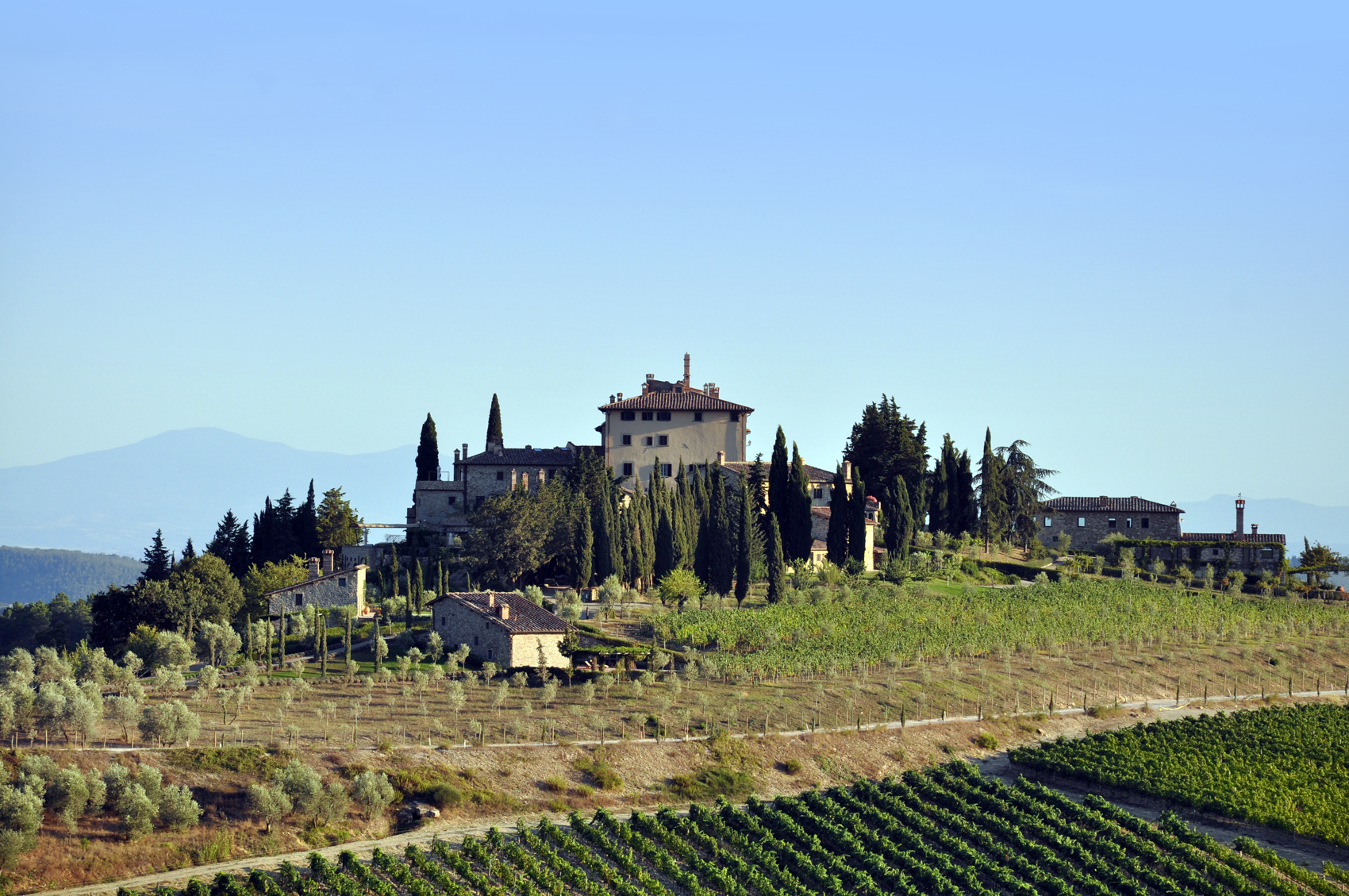 gaiole in chianti: its castles and its most significant churches